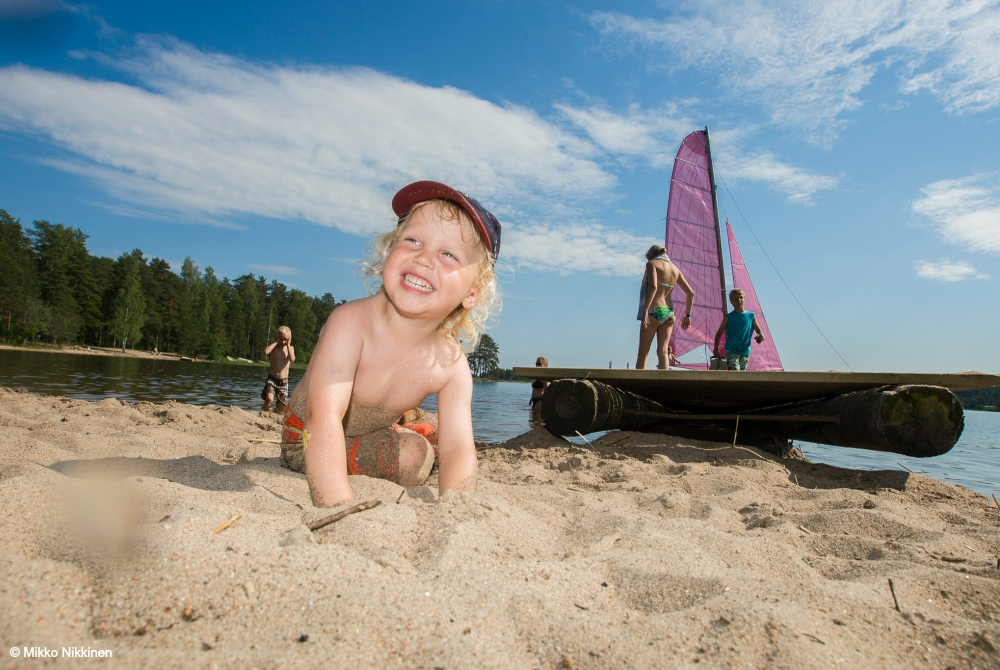Aktiver Sommertag am Strand des Saimaa-Sees  © goSaimaa